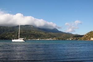 """""""unser"""" Katamaran in der Bucht; Insel Mindoro"""