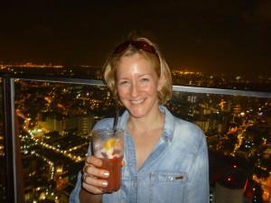 """über den Dächern Singapurs natürlich mit einem """"Singapore Sling-cocktail"""""""