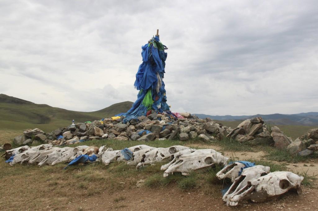 Bergkuppe mit Opfergaben