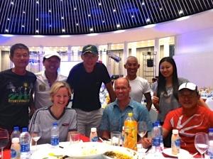 Umrahmt von Triathleten aus Tianjin